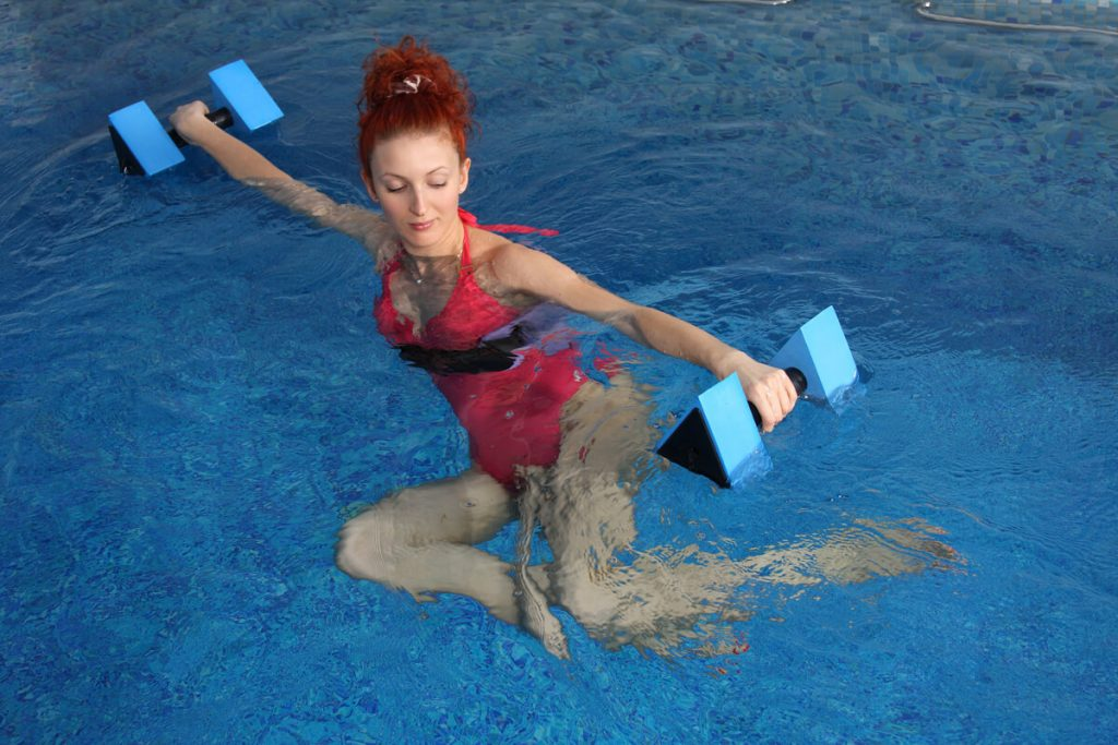 Kaenz-exercise-and-healt-in-your-pool-with-family