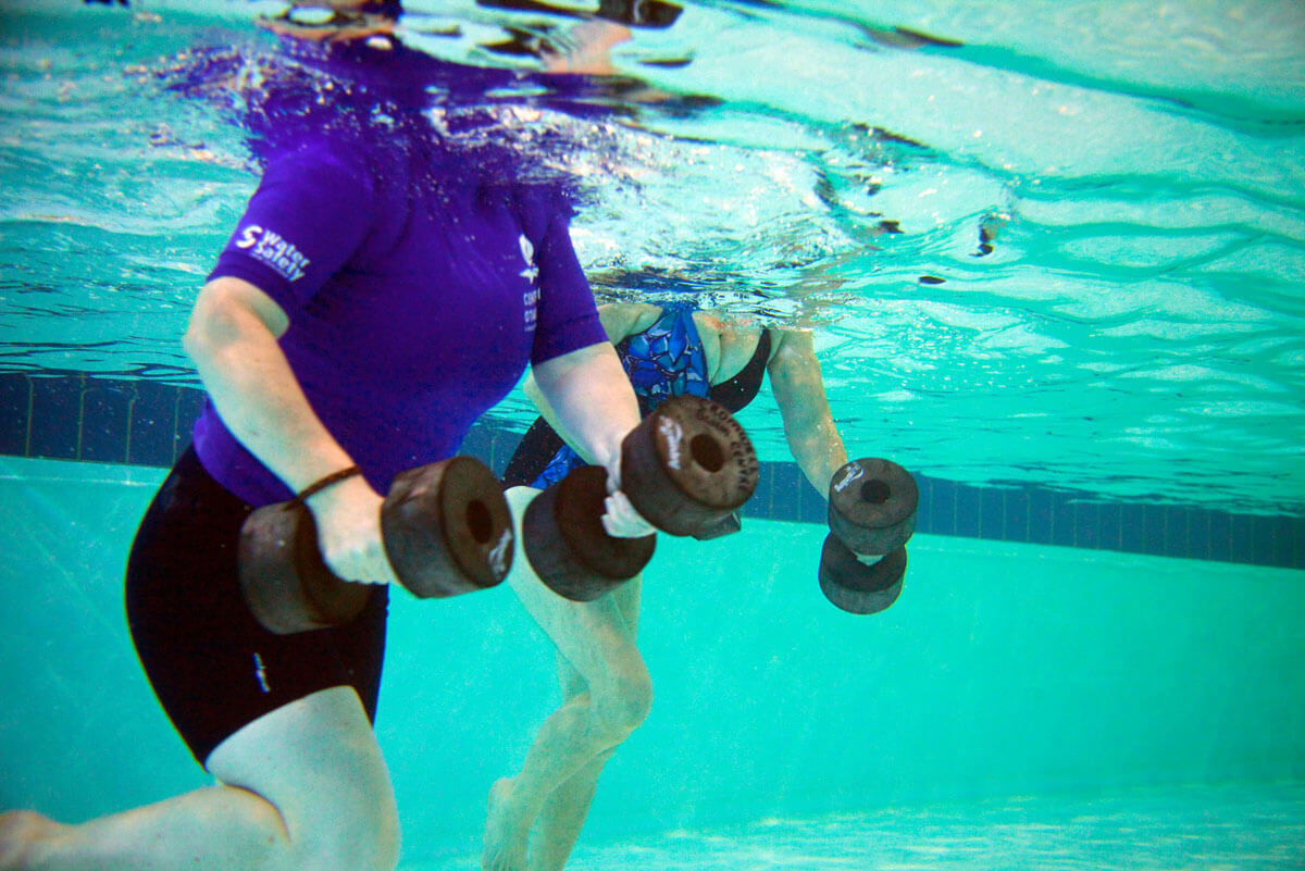 Methods to lose weight, through exercises in swimming pool.
