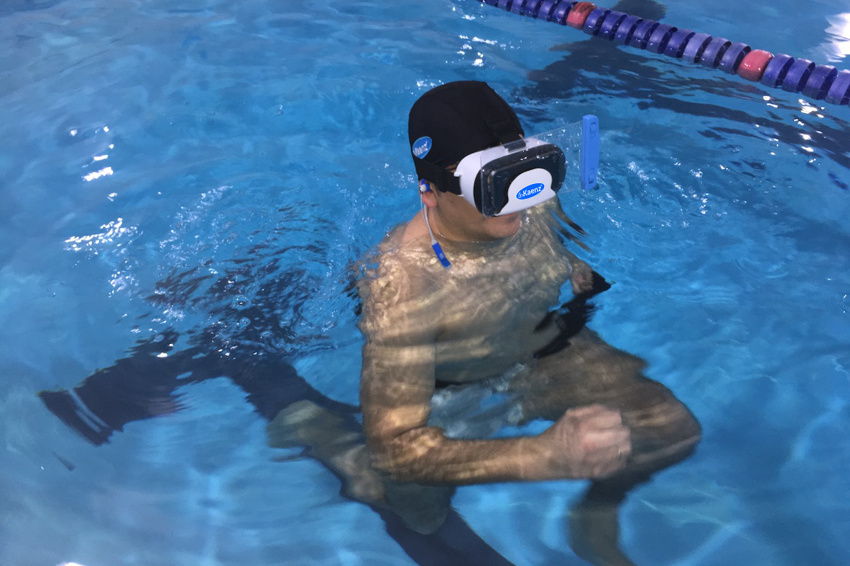 What are the Kaenz benefits with exercises in the pool?